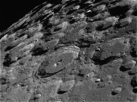 Южный лунный пейзаж